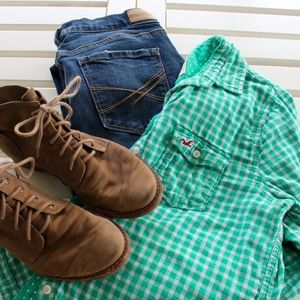 🎃 Hollister mint green plaid button up